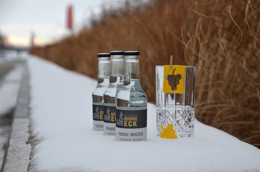 Schreieck Indian Tonic Water im Schnee