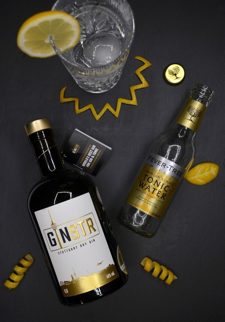 GINSTR Stuttgart Dry Gin Flatlay mit Fever Tree Indian Tonic