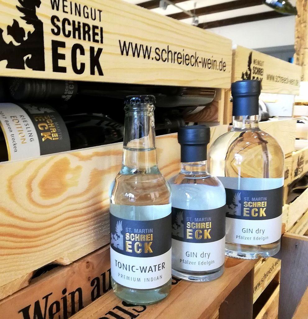 Schreieck GIN dry und Schreieck Tonic Water auf dem Weingut der Destillateure