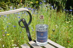 Foto des Woodland Sauerland Dry Gin in natürlicher Umgebung