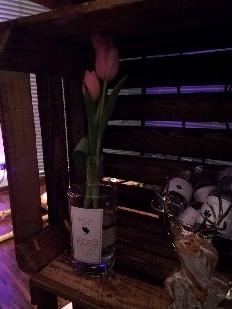 Unterholz Gin als Blumenvase auf dem Hofheimer Gin Festival